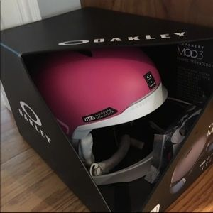 NEW OAKLEY MOD3 MATTE ROSE HELMET, SIZE LARGE